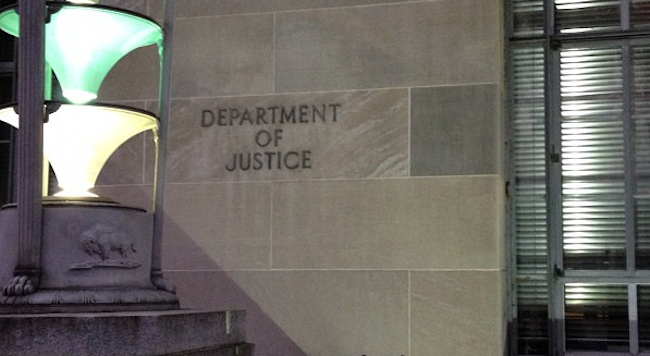Activist threatens to out cheating federal prosecutors over hacking cases